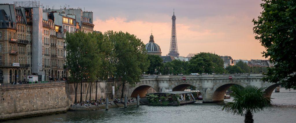 Bar à Paris avec vue sur la Tour Eiffel